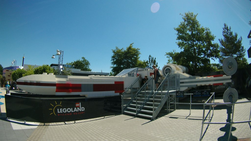 http://www.tonyco.net/pictures/Euro_Trip_2018/Legoland/ywing.jpg