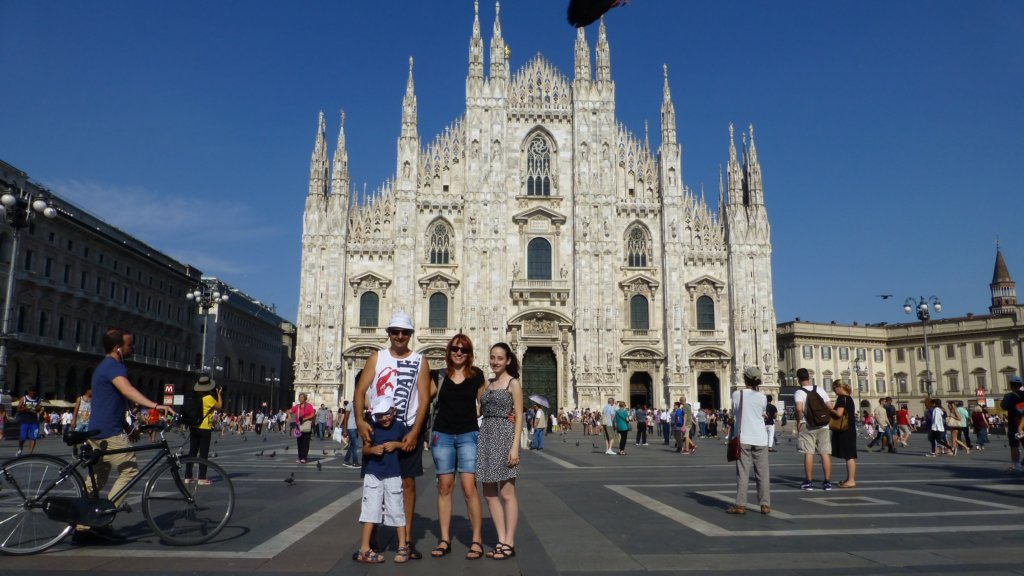 http://www.tonyco.net/pictures/Family_trip_2015/Milano/photo15.jpg