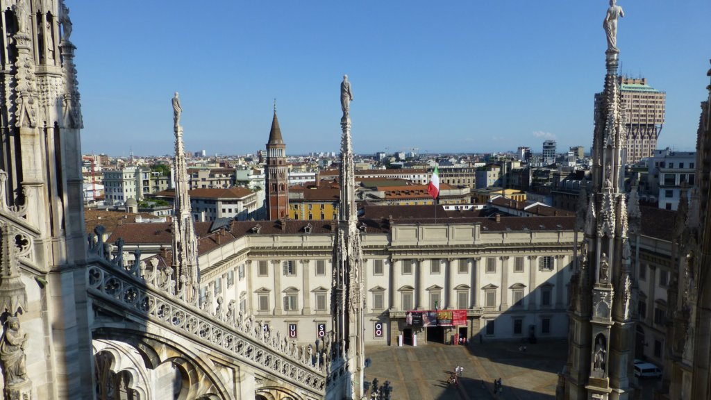 http://www.tonyco.net/pictures/Family_trip_2015/Milano/photo39.jpg