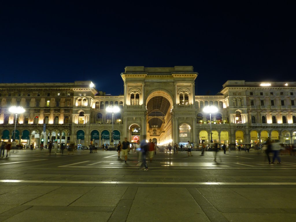 http://www.tonyco.net/pictures/Family_trip_2015/Milano/photo79.jpg