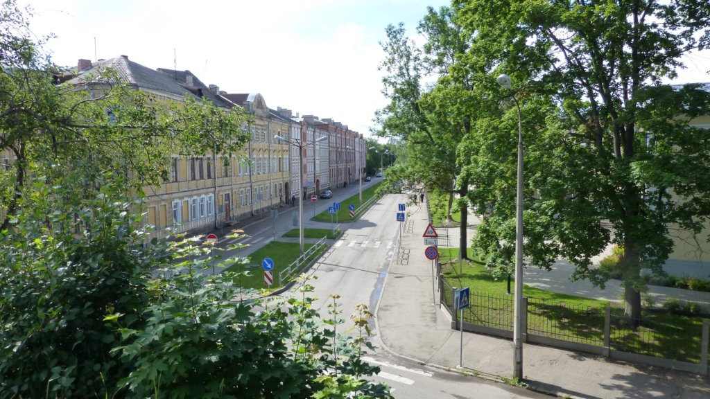 http://www.tonyco.net/pictures/Russia/Daugavpils/photo29.jpg