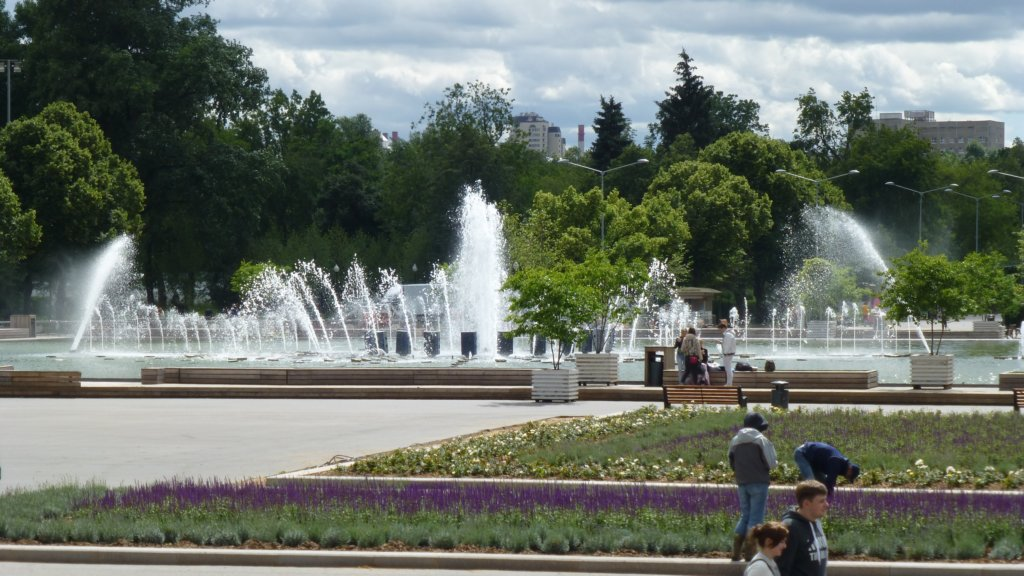 http://www.tonyco.net/pictures/Russia/Moskva/Park_Gorki/photo4.jpg