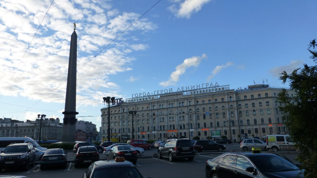 "http://www.tonyco.net/pictures/Russia/StPetersburg/Ulicite_kanalite_metroto/photo29.jpg"" width="